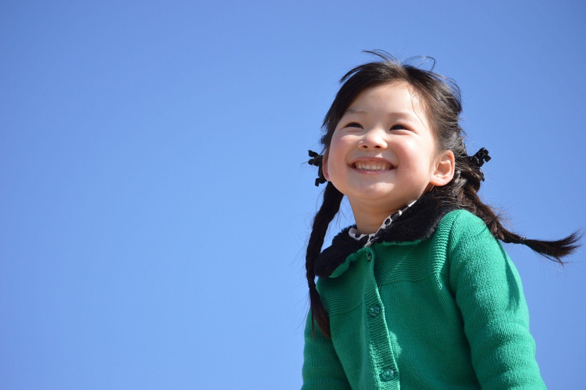 満面の笑みを浮かべる女の子